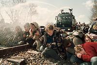 14 APR 1996 DANNENBERG/GERMANY:<br /> Jugendliche Demonstranten blockieren die Bahnstrecke vor der Castor Verladestation Dannenberg, die Polizei reagiert mit Wasserwerfereinsatz<br /> IMAGE: 19960414-01/01-17<br /> KEYWORDS: Demo, Polizei, police, Demonstrant, demonstrator, Gewalt, violence, Gorleben, Schiene, Kernkraft, Atomkraft, Kernkraftgegner, Gewalt, violence