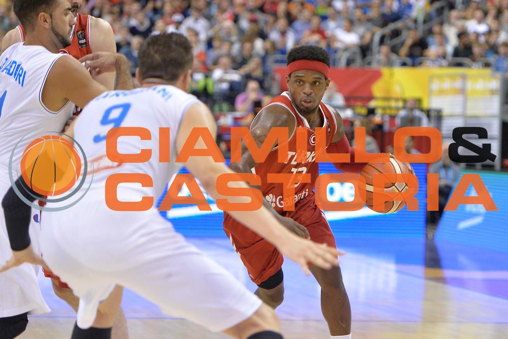 DESCRIZIONE : Berlino Berlin Eurobasket 2015 Group B Turkey Italy <br /> GIOCATORE : Bobby Dixon<br /> CATEGORIA :Palleggio blocco<br /> SQUADRA : Turkey<br /> EVENTO : Eurobasket 2015 Group B <br /> GARA : Turkey Italy<br /> DATA : 05/09/2015 <br /> SPORT : Pallacanestro <br /> AUTORE : Agenzia Ciamillo-Castoria/Mancini Ivan<br /> Galleria : Eurobasket 2015 <br /> Fotonotizia : Berlino Berlin Eurobasket 2015 Group B Turkey Italy