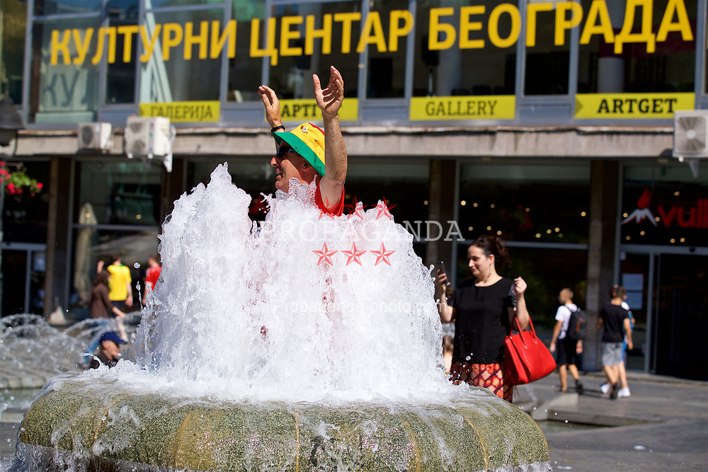 BELGRADE, SERBIA - Sunday, June 11, 2017: A Wales supporter cools off in a fountain in Belgrade ahead of the 2018 FIFA World Cup Qualifying Group D match against Serbia. (Pic by David Rawcliffe/Propaganda)