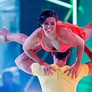 NLD/Hilversum/20130202 - 6de liveshow Sterren Dansen op het IJs 2013, Laura Ponticorvo en schaatspartner Joel Geleynse