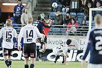 Fotball , 18. oktober 2009 , tippeligaen , Viking Stadion ,   Viking v Rosenborg ,  Mame Niang , Viking , scorer på Rosenborgkeeper Rune A. Jarstein , men blir blåst av.  Foto: Tommy Ellingsen