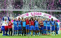 Fotball<br /> Tyskland<br /> 12.07.2015<br /> Foto: Witters/Digitalsport<br /> NORWAY ONLY<br /> <br /> Hamburger SV (Telekom Cup Sieger 2015), Johan Djourou mit dem Pokal<br /> Fussball, Telekom Cup 2015, Finale, Hamburger SV - FC Augsburg 2:1
