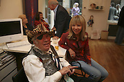 GEORGE MELLY AND PENELOPE TREE, Celebrating George Melly at 80: Aspects of his Collection. The Mayor Gallery. Cork St. London. 17 August 2006. ONE TIME USE ONLY - DO NOT ARCHIVE  © Copyright Photograph by Dafydd Jones 66 Stockwell Park Rd. London SW9 0DA Tel 020 7733 0108 www.dafjones.com