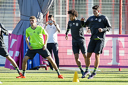 11.11.2015, Saebener Strasse, Muenchen, GER, Trainingslager, Training Deutschland, im Bild l-r: Thomas Mueller #13 (Deutschland), Leroy Sane (Deutschland), Mario Gomez #23 (Deutschland) war up // during a Trainingssession of German National Football Team at the Saebener Strasse in Muenchen, Germany on 2015/11/11. EXPA Pictures © 2015, PhotoCredit: EXPA/ Eibner-Pressefoto/ Kolbert<br /> <br /> *****ATTENTION - OUT of GER*****