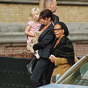 NLD/Amsterdam/20101012 - Herdenkingsdienst overleden Antonie Kamerling, Isa Hoes en dochter Vlinder