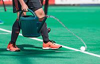 St.-Job-In 't Goor / Antwerpen -  6Nations U23 -  veld met een gieter natmaken bij een strafcorner, . Nederland Jong Oranje Heren (JOH) - Groot Brittannie .  COPYRIGHT  KOEN SUYK