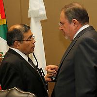 Toluca, Mex.- Jesús Castillo Sandoval y Jesús Jardón Nava durante sesión extraordinaria del Consejo General del Instituto Electoral del Estado de México  se aprobó el Convenio de Apoyo y Colaboración que se suscribirá con el Instituto Federal Electoral para la celebración de la llamada elección coincidente, esto a tan solo 48 horas de iniciar formalmente el Proceso Electoral 2012. Agencia MVT / Crisanta Espinosa. (DIGITAL)<br /> <br /> NO ARCHIVAR - NO ARCHIVE