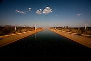 Jaiba_MG, Brasil.<br /> <br /> O canal principal de irrigacao do Projeto Jaiba. Agua puxada 50km abaixo do Rio Sao Francisco em Jaiba, Minas Gerais.<br /> <br /> The main canal irrigation Jaiba project. Water drawn 50km below the Sao Francisco river in Jaiba, Minas Gerais.<br /> <br /> Foto: LEO DRUMOND / NITRO