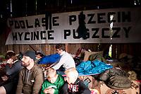 17.06.2017 wies Pogorzelce w Puszczy Bialowieskiej N/z oboz ekologow i aktywistow organizujacych pokojowe protesty przeciwko wycince prowadzonej w Puszczy Bialowieskiej przez Lasy Panstwowe oraz dzialaniom minstra ochrony srodowiska Jana Szyszki fot Michal Kosc / AGENCJA WSCHOD