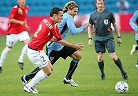 Fotball , 28. mai 2008 , Privatlandskamp<br /> Norge - Uruguay 2-2<br /> Norway - Uruguay<br /> Tore Reginiussen , Norge og Diego Forlan , Uruguay