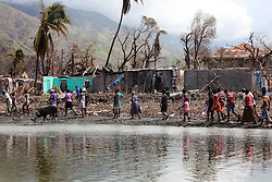 """October 16, 2016 - Mexico - EUM20161016NAC27.JPG.TIBURÃ""""N, HAITÍ.- Huricane/Huracán-Haiti.-  16 de octubre de 2016.-  Tiburón fue el primer sitio donde el huracán Matthew tocó tierra en Haití el pasado 3 de octubre. Desde entonces se encuentran incomunicados, sólo se llega por aire o mar. Foto: Agencia EL UNIVERSAL/Jorge Serratos/RCC. (Credit Image: © El Universal via ZUMA Wire)"""