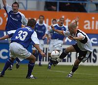 Fotball<br /> England 2004/2005<br /> Foto: SBI/Digitalsport<br /> NORWAY ONLY<br /> <br /> Luton Town v Peterborough United, Coca-Cola League One 25/09/2004. Rowan Vine attacks for Luton.