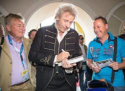 """08.05.2015, Schlosshotel Velden, AUT, 25 Jahre, Ein Schloss am Wörthersee, Pressekonferenz zur Buchpräsentation """"Hollywood am Wörthersee - 100 Jahre Filmland Kärnten"""", im Bild Thomas Gottschalk // Thomas Gottschalk during press conference for book presentation 'Hollywood am Wörthersee - 100 years of film Carinthia' as a side Event of 25th anniversary of tv series """"Ein Schloss am Wörthersee"""" at the Schlosshotel Velden, Austria on 2015/05/08. EXPA Pictures © 2015, PhotoCredit: EXPA/ Johann Groder"""