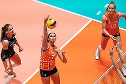 29-05-2019 NED: Volleyball Nations League Netherlands - Bulgaria, Apeldoorn<br /> (L-R) Myrthe Schoot #9 of Netherlands, Juliët Lohuis #7 of Netherlands, Marrit Jasper #18 of Netherlands