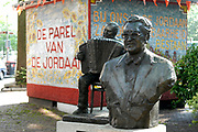 Statue of Johnny Jordaan on the Johnny Jordaanplein at the Elandsgracht in the Jordaan district<br /> <br /> Johnny Jordaan was the pseudonym for Johannes Hendricus van Musscher (7 February 1924 – 8 January 1989) a Dutch folk singer. He was well known for his songs about the city of Amsterdam, especially the Jordaan district.<br /> <br /> Johnny Jordaan (echte naam Johannes Hendricus van Musscher) (Amsterdam, 7 februari 1924 – aldaar, 8 januari 1989) was een Nederlands zanger en vertolker van het levenslied. Hij is bekend geworden door zijn liederen over Amsterdam en in het bijzonder over de Amsterdamse Jordaan.