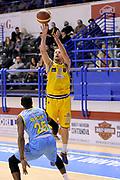 DESCRIZIONE : Porto San Giorgio Lega A 2013-14 Sutor Montegranaro Vanoli Cremona<br /> GIOCATORE : Dimitri Lauwers<br /> CATEGORIA : tiro three points<br /> SQUADRA : Sutor Montegranaro<br /> EVENTO : Campionato Lega A 2013-2014<br /> GARA : Sutor Montegranaro Vanoli Cremona<br /> DATA : 12/01/2014<br /> SPORT : Pallacanestro <br /> AUTORE : Agenzia Ciamillo-Castoria/C.De Massis<br /> Galleria : Lega Basket A 2013-2014  <br /> Fotonotizia : Porto San Giorgio Lega A 2013-14 Sutor Montegranaro Vanoli Cremona<br /> Predefinita :