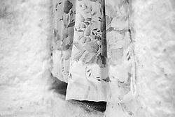 """""""Salento on Street"""".e? un lavoro fotografico che ha come oggetto scene quotidiane, che avvengono in strada o in luoghi pubblici salentini...centro storico di Matino-una tenda"""