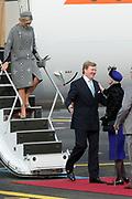 Staatsbezoek Denemarken - Dag 1. Aankomst van het Koninklijk gezelschap op vliegveld Kastrup<br /> <br /> State visit Denmark - Day 1. Arrival of the Royal Family at Kastrup airport<br /> <br /> op de foto / On the photo: Koning Willem-Alexander en Koningin Maxima worden welkom geheten door Deense koningin Margrethe / King Willem-Alexander and Queen Maxima are welcomed by Danish Queen Margrethe