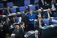 22 OCT 2013, BERLIN/GERMANY:<br /> Sigmar Gabriel (Mi-L), SPD Parteivorsitzender, und Angela Merkel (Mi-R), Bundeskanzlerin, im Gespraech, waehrend der Konstituierenden Sitzung des 18. Deutschen Bundestages, Plenum, Deutscher Bundestag<br /> IMAGE: 20131022-01-049<br /> KEYWORDS: Gespräch