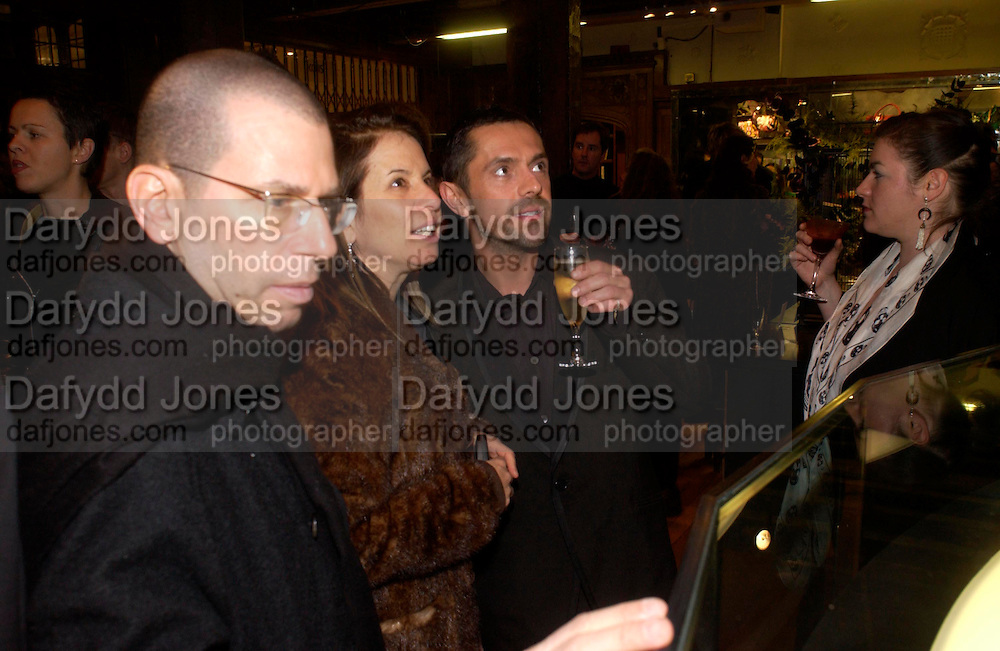 Jonathan Newhouse,  Shaun Leane and Ronni Newhouse. Party hosted by Isabella Blow in honour of Shaun Leane to celebrate his jewelry collection. Liberty's. London. 8 December 2004. ONE TIME USE ONLY - DO NOT ARCHIVE  © Copyright Photograph by Dafydd Jones 66 Stockwell Park Rd. London SW9 0DA Tel 020 7733 0108 www.dafjones.com