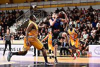 Derrick NIX / Maxime COURBY - 07.12.2014 - Orleans / Rouen - 11eme journee de Pro A<br />Photo : Fred Porcu / Icon Sport