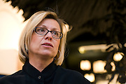 Chantal Gaemperle parle lors de la journée de la femme au pop-up store Guerlain, Paris, le 8 mars 2012. Photo : Lucas Schifres/Pictobank