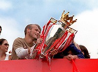 Fredrik Ljungberg (Arsenal) with the trophy on the Arsenal Bus, outside the Islington town hall. Arsenal Parade. <br /> <br /> Foto: Andrew Cowie, Digitalsport<br /> NORWAY ONLY