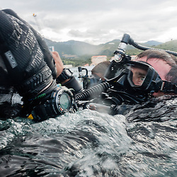 Exercice Cutaway 2016 organisé par la Marine Nationale et rassemblant des plongeurs démineurs français des Groupes de Plongeurs Démineurs (GPD), ainsi que des démineurs anglais (Southern Diving Unit) et américains (EODMU 8). <br /> Opérations terrestres et sous-marines  d'identification, de déminage, dépiégeage, et de neutralisation d'IED dans le port de commerce et au fort Bréar.<br /> Mai 2016 / Port-Vendres (66) / FRANCE