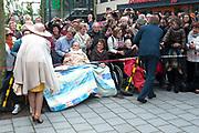 Koning Willem-Alexander en koningin Maxima tijdens hun streekbezoek aan Zeeuws Vlaanderen<br /> <br /> King Willem-Alexander and Queen Maxima  during their visit to Zeeuws Vlaanderen.<br /> <br /> Op de foto / On the photo:  Aankomst bij Woonzorgcentrum De Blaauwe Hoeve / Arrival at Woonzorgcentrum The Blaauwe Hoeve