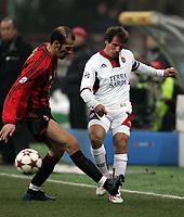 Fotball<br /> Serie A Italia  2004/05<br /> AC Milan Cagliari<br /> 19. februar 2005<br /> Foto: Digitalsport<br /> NORWAY ONLY<br /> Gianfranco Zola Cagliari  and Giuseppe Pancaro  Milan
