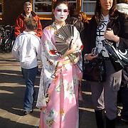 NLD/Amsterdam/20070308 - Stilettorun 2007 Amsterdam, deelneemster in japanse kledij, kimono