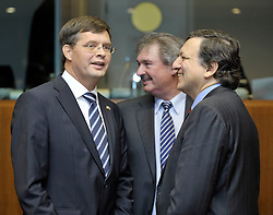 """Jan Peter Balkenende, the Netherlands's prime minister, left, speaks with Jean Asselborn, Luxembourg's foreign minister, center, and Jose Manuel, Barroso, president of the European Commission, during the European Union Summit at the EU headquarters in Brussels, Belgium, on Thursday, Oct. 29, 2009. European Union leaders are set for """"very difficult"""" talks to overcome the Czech Republic's resistance to a new governing treaty designed to strengthen the EU's influence in world affairs, Reinfeldt said. (Photo © Jock Fistick)"""