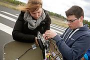Het camerasysteem van de VeloX3 wordt nog wat aangepast. Het Human Power Team Delft en Amsterdam (HPT) legt de eerste meters af met de VeloX3, de nieuwe fiets waarmee het HPT in september 2013 hoopt het wereldrecord te breken.<br /> <br /> The monitor of the VeloX3 is being fixed. The Human Power Team Delft and Amsterdam (HPT) is making the first test meters with the VeloX3, the bike with which the team hopes to break the world record in September 2013.