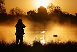 © Licensed to London News Pictures. 07/04/2021. London, UK.  Freezing early morning spring weather at Bushy Park in south west London. Below freezing temperatures overnight have brought snow to some areas with flurries in the south. Photo credit: Peter Macdiarmid/LNP