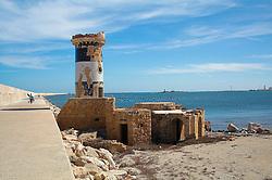Vechio faro all'inzio della Diga, molto del porto di Brindisi