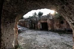 Fragagnano, Taranto. Grotte scavate nella roccia.