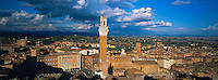 Italie, Toscane, Sienne, Vue générale avec le palais communal // Italy, Tuscany, Sienna, General view with  Piazza del Campo