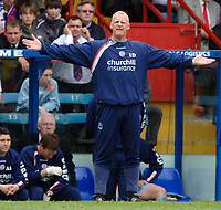 Photo: Daniel Hambury.<br />Crystal Palace v Watford. Coca Cola Championship. Play off Semi-Final, First Leg. 06/05/2006.<br />Palace's manager Iain Dowie asks questions of his defence.