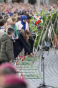 Op de Dam in Amsterdam is met twee minuten stilte om klokslag 20.00 uur de oorlogsslachtoffers herdacht die sinds het begin van de Tweede Wereldoorlog zijn omgekomen.<br /> <br /> On the Dam in Amsterdam are war victims remembered who died since the beginning of World War II  with two minutes of silence at the stroke of 20:00