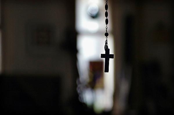 Nederland, Nijmegen,13-9-2007..Een kruisje van een rozenkrans hangt in een kamer.  ..Foto: Flip Franssen/Hollandse Hoogte
