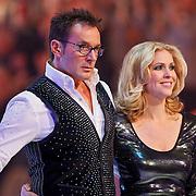 NLD/Hilversum/20110204 - 2e Liveshow Sterren Dansen op het IJs 2011, presentatoren Gerard Joling en Nance Coolen