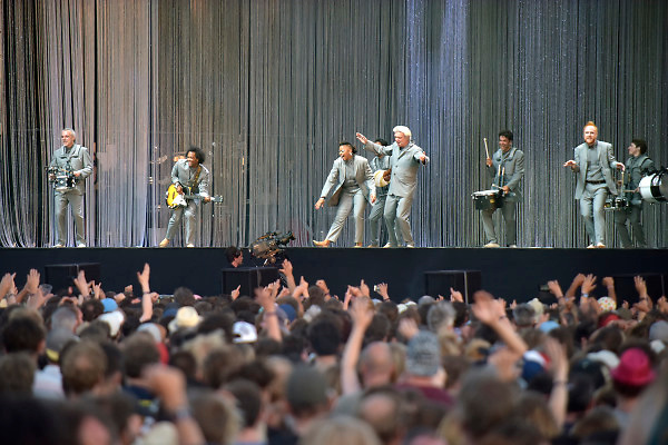 Nederland, Beuningen, Ewijk, 30-6-2018 Festival Down the Rabbit Hole , dtrh . David Byrne, frontman van de voormalige Talking Heads, met zijn van rijke choreografie voorziene live optreden . Marching Band.Foto: Flip Franssen