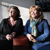 Nederland, Amsterdam , 12 maart 2014.<br /> Marianne Viersma (l) en Marjolein Oldersom 2 onderwijskrachten die moeten mantelzorgen en participeren. Dat doen deze 2 dames als hulp voor drie kinderen in nood uitblijft<br /> Foto:Jean-Pierre Jans