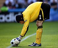 GEPA-1106081230A - GENF,SCHWEIZ,11.JUN.08 - FUSSBALL - UEFA Europameisterschaft, EURO 2008, Tschechien vs Portugal, CZE vs POR. Bild zeigt Petr Cech (CZE).<br />Foto: GEPA pictures/ Walter Luger