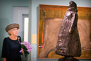 Prinses Beatrix tijdens de opening van de tentoonstelling Held op Sokkel in het Haags Historisch