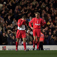 Fotball: Liverpool Stephen Gerrard (left) and Smi Hyypia look dejected as Chelsea score the fourth goal.<br /><br />Foto: David Rawcliffe, Digitalsport