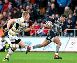 Keelan Giles of Ospreys races away from Scott Van Breda of Worcester Warriors to score<br /> <br /> Photographer Simon King/Replay Images<br /> <br /> European Rugby Challenge Cup Round 5 - Ospreys v Worcester Warriors - Saturday 12th January 2019 - Liberty Stadium - Swansea<br /> <br /> World Copyright © Replay Images . All rights reserved. info@replayimages.co.uk - http://replayimages.co.uk