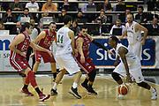 DESCRIZIONE : Avellino Lega A 2015-16 Sidigas Avellino EA7 Emporio Armani Milano<br /> GIOCATORE : James Nunnally<br /> CATEGORIA : palleggio tecnica controcampo<br /> SQUADRA : Sidigas Avellino<br /> EVENTO : Campionato Lega A 2015-2016<br /> GARA : Sidigas Avellino EA7 Emporio Armani Milano<br /> DATA : 19/10/2015<br /> SPORT : Pallacanestro <br /> AUTORE : Agenzia Ciamillo-Castoria/GiulioCiamillo<br /> Galleria : Lega Basket A 2015-2016<br /> Fotonotizia : Roma Lega A 2015-16 Sidigas Avellino EA7 Emporio Armani Milano