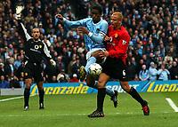 Fotball<br /> Manchester City v Manchester United<br /> 14. mars 2004<br /> Foto: Digitalsport<br /> Norway Only<br /> Sylvain Distin, Manchester City, Wes Brown, Manchester United