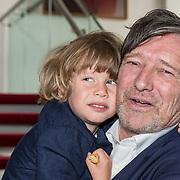 NLD/Amsterdam/20190701 - Uitreiking Johan Kaartprijs 2019, Pierre Bokma  met zijn kleinzoon